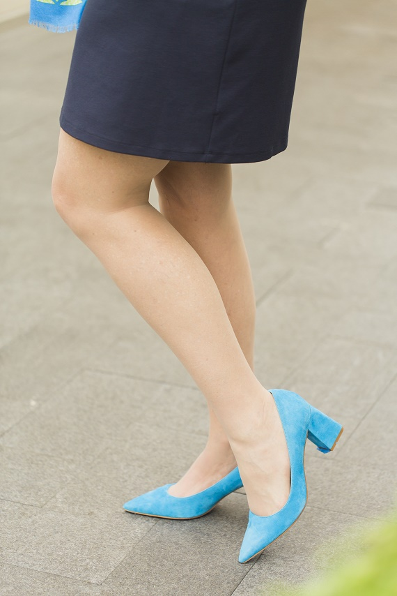 Personal-Stylist-Houston-How-to-Wear-the-Color-of-the-Year-Greenery-Bright-Blue-Block-Heels