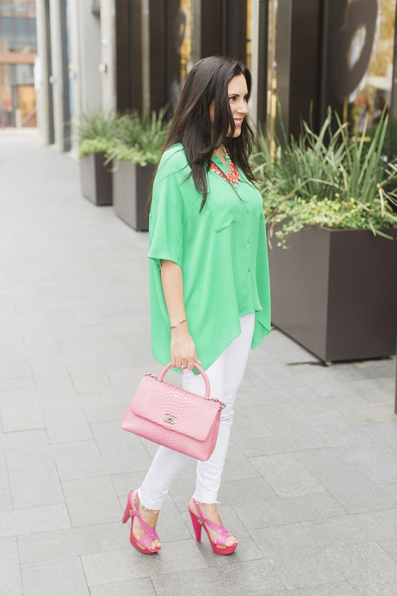 Personal-Stylist-Houston-How-to-Wear-the-Color-of-the-Year-Greenery-Chanel-Pink-Python-Classic-Bag