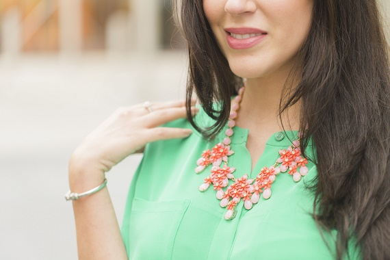 Personal-Stylist-Houston-How-to-Wear-the-Color-of-the-Year-Greenery-Pink-and-Blush-Statement-Necklace